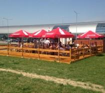 Przed terminalem w Modlinie powstał nowy bar – Food Truck – Corner Dog