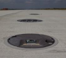 Finalizacja prac przy układaniu nawierzchni nowej drogi startowej w Katowice Airport