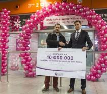 10-milionowy pasażer obsłużony na Lotnisku Chopina. Leciał samolotem linii lotniczej Qatar Airways.