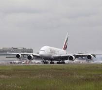 Osiem codziennych połączeń Emirates do Londynu Airbusem A380