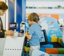 LOTEK bez dzieci nie poleci. LOT przedstawia nowe, dedykowane usługi dla podróżujących rodzin.
