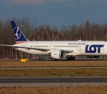 Dziesiąty Dreamliner LOTu już w Warszawie!