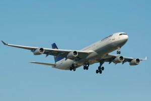 Lufthansa_Airbus_A340-300_D-AIGB_Toronto_Pearson_International_Airport