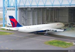 Airbus_A330-300_242T_Delta_Air_Lines_roll_out_painthall_1